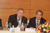 Arne Carlsen and Vice Minister Nguyen Vinh Hien